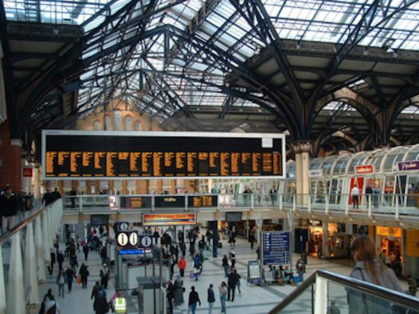Lunchtime-at-Liverpool-Street-Station-roger-bailey
